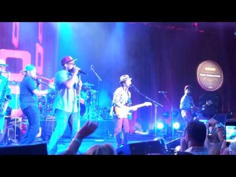 Bruno Mars - I Wanna Be a Billionaire (Live)