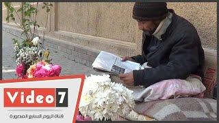 عم محسن يحول الرصيف لفيلا بجنينة.. ويتمنى شقة لسبب غريب
