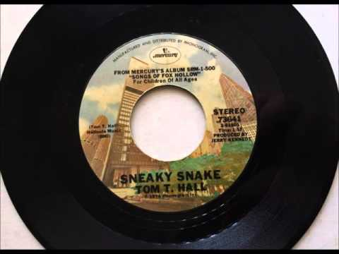 Sneaky Snake , Tom T  Hall , 1974 Vinyl 45RPM