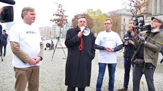 SOLI MUSS WEG! Mittelstandspräsident Mario Ohoven auf der Demo