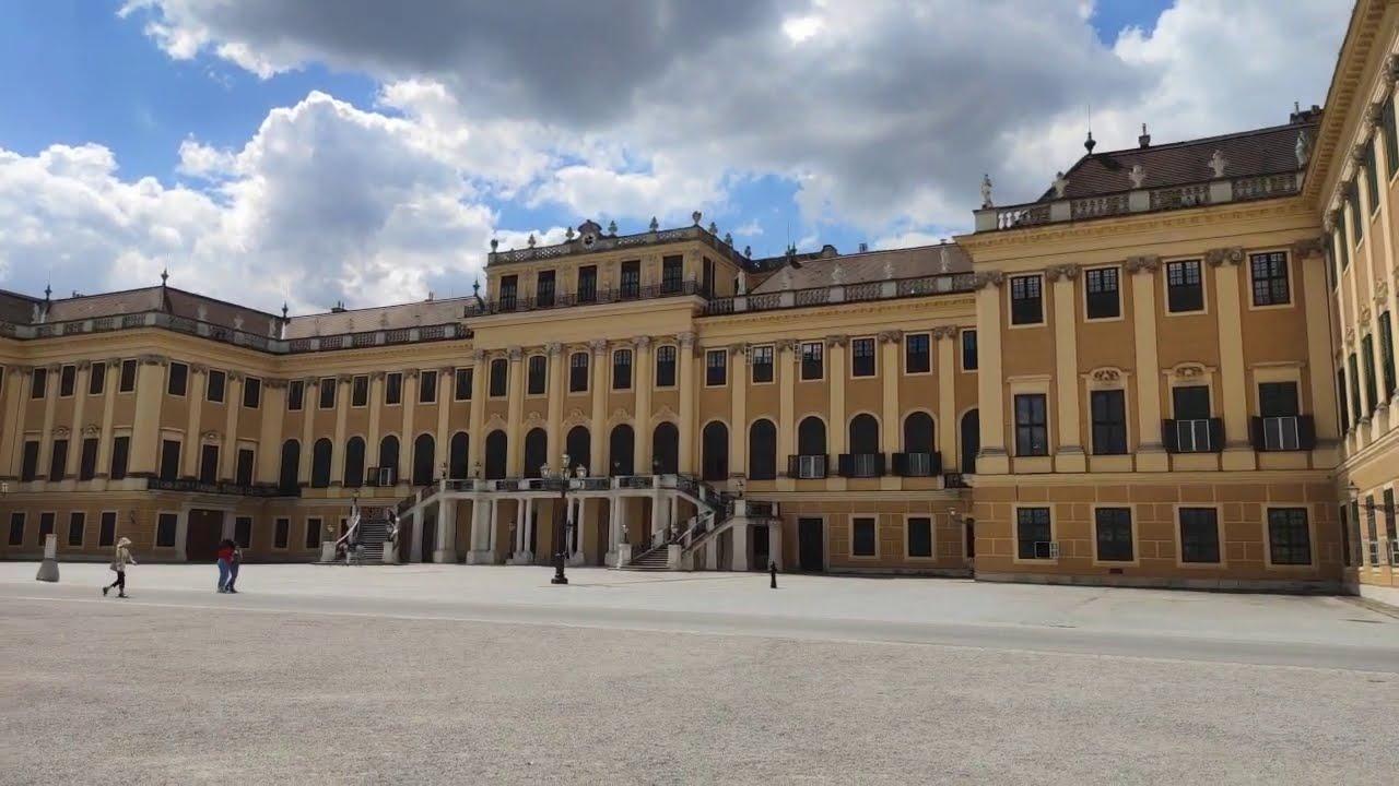 Schönbrunn Palace Vienna. Xiaomi Mi Note 10 Lite & DJI Osmo Mobile 3 Test. Nature Garden Park Roses