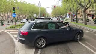Más de cien vehículos marchan por la equiparación salarial de trabajadores de la Junta
