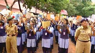 В Индии 12 000 школьников собрались для совместного чтения