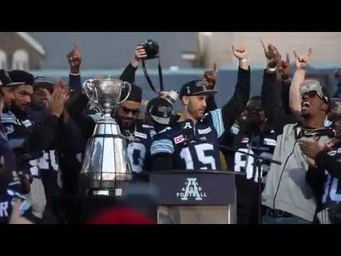 Toronto Argonauts bring the Grey Cup to Nathan Phillips Square