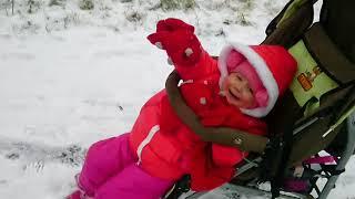 игра зима. Видео для детей Влог Прогулка с колясками на детской площадке Видео для детей