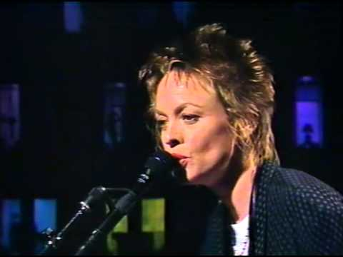Laurie Anderson - Ramon + interview [1990]