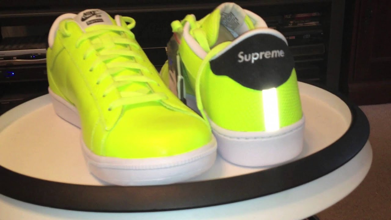 Inclinado Al borde Mediar  NIKE x Supreme SB Tennis Classic / Volt / White / Black colorway... -  YouTube