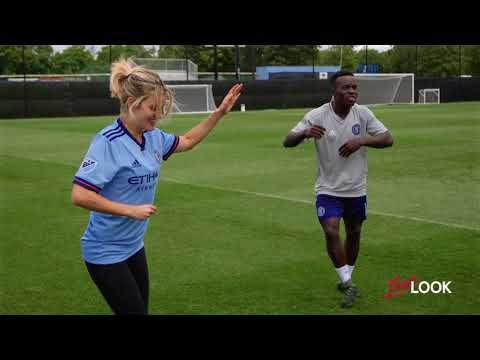 Ashley Roberts Gives her Fingers a Workout