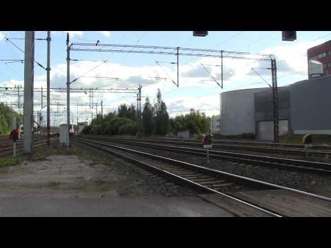 Pendolino train S89 passes Riihimäki. Sm3 Pendolino S89 ohittaa Riihimäen aseman