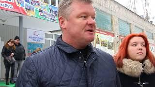 Михаил Исаев с женой и дочерью проголосовали на избирательном участке
