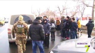 Столичная СБУ провела обыски в Одессе(С шести часов утра люди в гражданском при поддержке спецназа СБУ проводили обыск в маленьком Вьетнаме Одес..., 2016-01-28T18:48:01.000Z)
