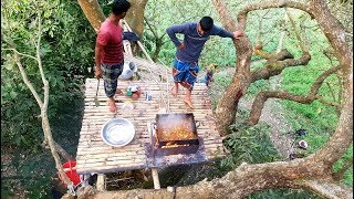 Cooking Middle of 200 Years Old Oak Tree - Most Unusual Cooking Ever - Eating Top Of The Tree