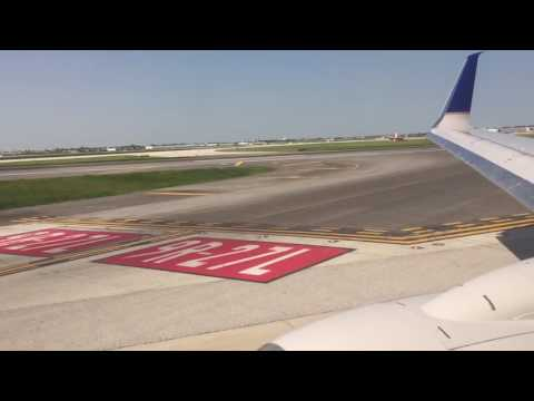 United Airlines Boeing 737-800 Pushback, Taxi and Takeoff from Chicago O'Hare
