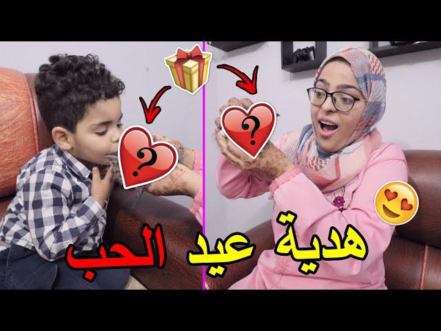 مغربي جاب لمراتوا في عيد الحب ???? هدية ممكن تلقاوها غير فالزنقة  ????????