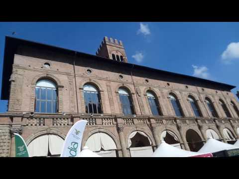 Bologna centro piazza maggiore