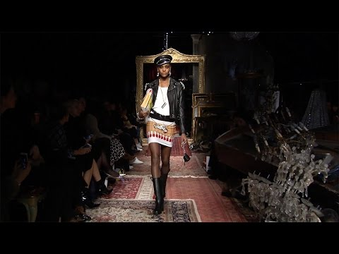 Moschino Fall/Winter 2016 Fashion Show