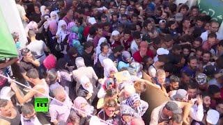 Мигранты осаждают греческий остров Кос(Когда-то популярный курорт — греческий остров Кос — стал перевалочным пунктом для тысяч мигрантов на пути..., 2015-08-16T16:59:37.000Z)