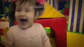 Watch everyone! How Yasmin has fun.