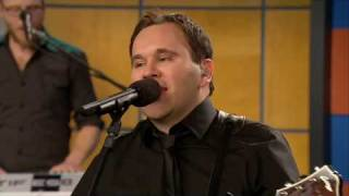 "Matt Redman Sings ""You Never Let Go"""