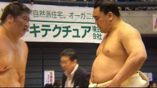 大相撲藤沢場所の稽古で日馬富士が逸ノ城に厳しく指導していました。 Yokozuna Harumafuji taught Ichinojo strictly at Ozumo Fujisawa Basho in Japan.