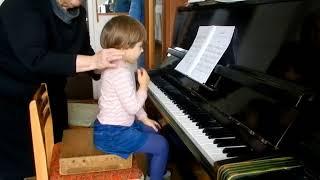 Лемешкина Марианна. 3 года 8 месяцев. Синкопы (фрагмент урока)