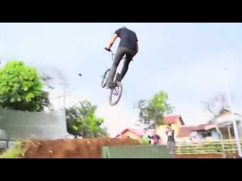 Atraksi Freestyle Tricks BMX Okke Oktavianus Udin Go BMX MNCTV
