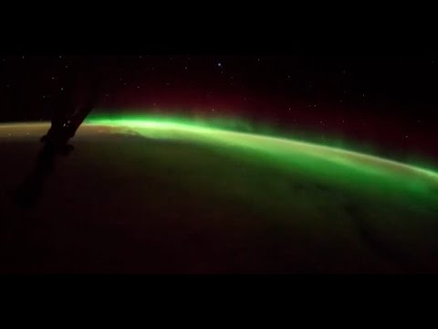 Aurore boréale depuis l'espace !