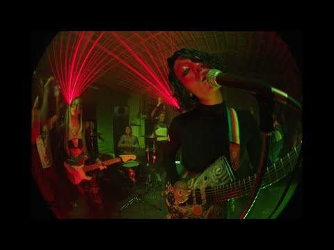 WILLOW -  t r a n s p a r e n t s o u l ft. Travis Barker (Official music video)