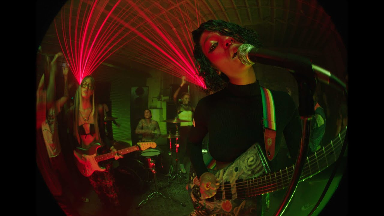 Download WILLOW -  t r a n s p a r e n t s o u l ft. Travis Barker (Official Music Video)