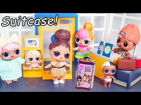 LOL Surprise Dolls Style Suitcase Visit Playmobil Airport + Boss Queen Routine
