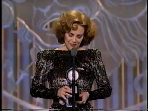 Madeline Kahn wins 1993 Tony Award for Best Actress in a Play