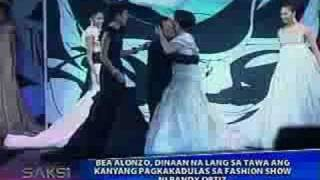 SAKSI - Bea Alonzo Nadulas sa Fashion Show