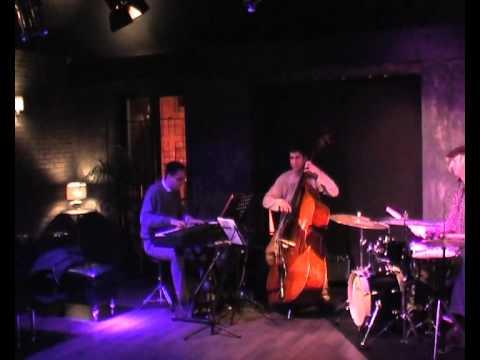 Adrian Carrio Trio - Luso
