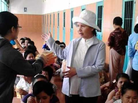 TĐMVSKVN thăm Bệnh-nhân tâm-thần tại cơ-sở Trọng-Đức 01052015