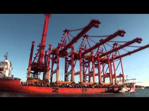 Crane Ship Arrives at Fremantle Port.mov