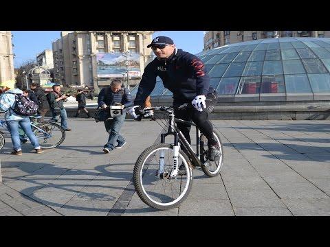 Мэр Киева Виталий Кличко приехал на работу на велосипеде
