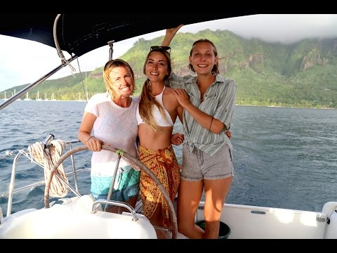 Sailing with 3 Girls in French Polynesia… (Sailing La Vagabo