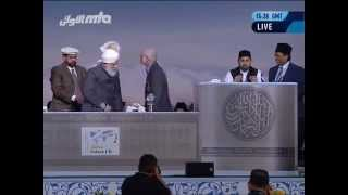 """""""YOU are the good news!"""" Turin Shroud expert addresses 35,000 at Muslim Convention"""
