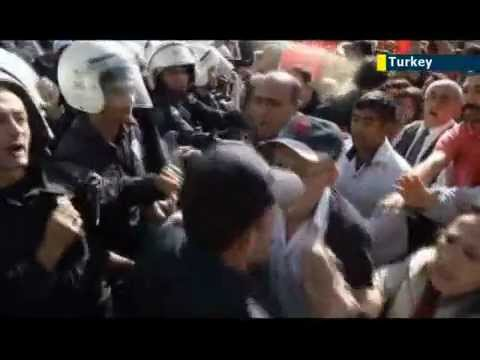 Tear gas used to quell pro-secular protest in Ankara
