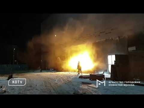 В Москве ночью загорелся кинотеатр Марс