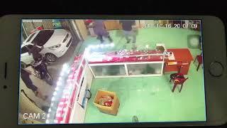 Nhóm đối tương xong vào phá cửa hàng điện thoại ở Nam Định