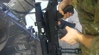 Leon psuje broń na Targach w Kielcach