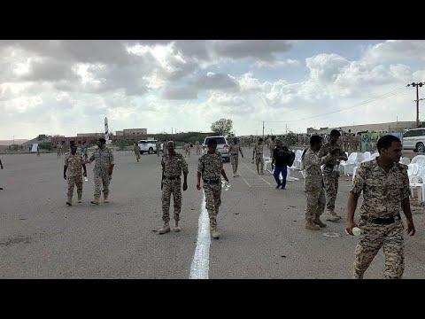 Yemen'de askeri geçit törenine İHA'lı saldırı anı kamerada