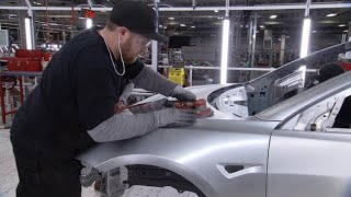 Tesla temporarily halts Model 3 production