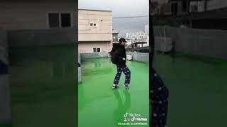 How to dance moon walk