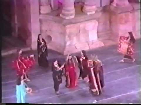 Iraqi National Troupe of Folk Art  - Thobe Nashaal