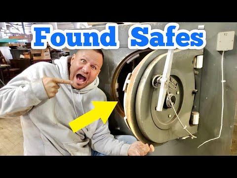 Found Abandoned LOCKED SAFES / Trash Picking For Resale