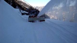 Уборка снега в горах(, 2012-01-24T12:25:32.000Z)