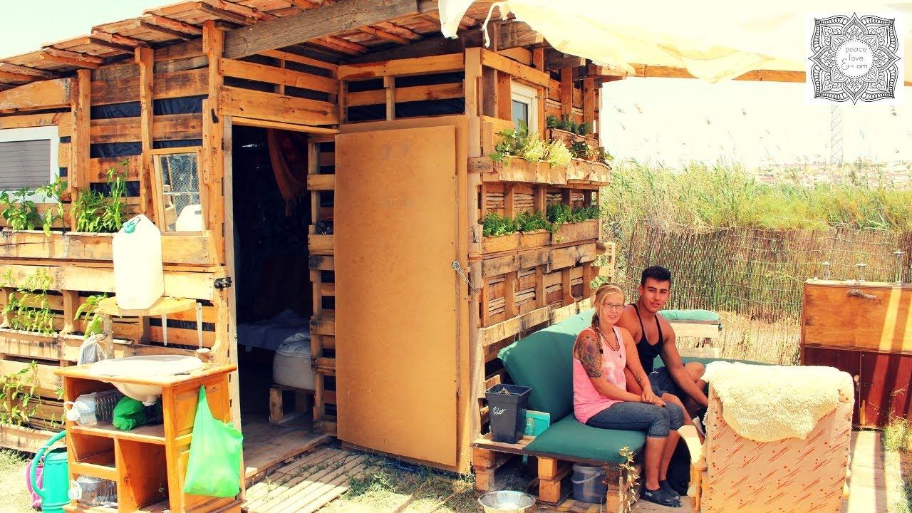 ein eigenes haus f r 50 euro autark und nachhaltig im europalettenhaus youtube. Black Bedroom Furniture Sets. Home Design Ideas