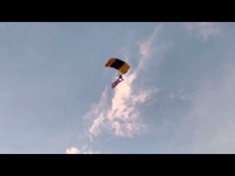Download Youtube: 2017 Celebrate America in Rocklin CA, Paragliders land at Twin Oaks park.